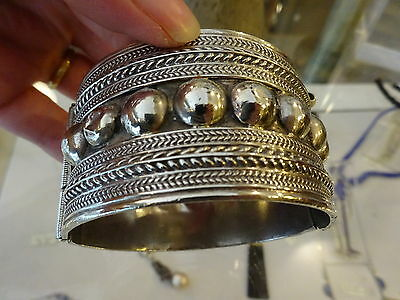 Antique Yemeni Bedouin Tribe Solid Tribal Silver Hinged Cuff Bangle