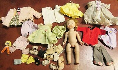 Vintage Madame Alexander Alex Doll Bending Knees With Lot Of Clothes & Shoes Nr