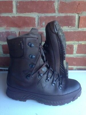 Size 8 brown cold wet weather haix boots! Very Good & Loads Of Tread On Soles!