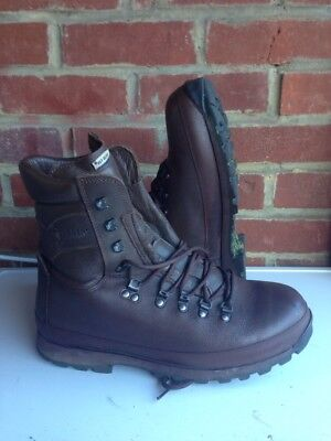 Size 9 brown altberg defender military boots! excellent condition!hardly Used!