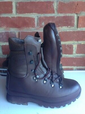 Size 6 brown altberg defender military boots! Worn A Couple Of Times!