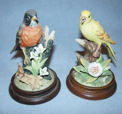 2 Gallery Birds by Gorham Ceramic Figurine Canary & Robin with Wood Base