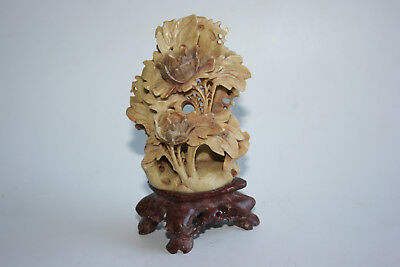 Old Chinese Soapstone Craved Flowers Sculpture on Soapstone Stand
