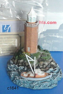Harbour Lights 2005 AVERY POINT Connecticut Lighthouse #316 Figurine New