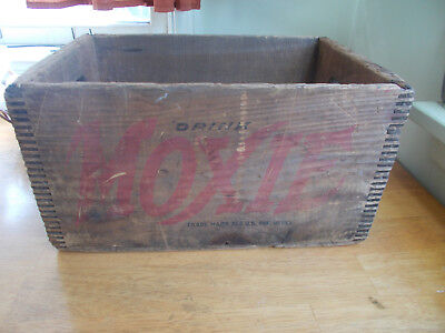 Moxie Dovetail Wood Shipping Box Crystal Lake Bott Co Haverhill,ma 2 Doz 7 Oz