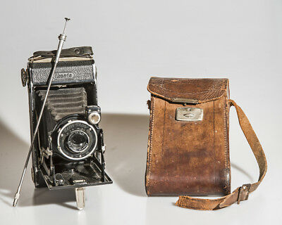 "Vintage ZEISS IKON ""Ikonta 520/2"" Folding Camera w/ Leather Case & Cable Release"