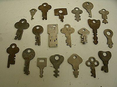 "Vintage Lot of 20 Flat Skeleton assorted Keys steampunk 1""-2"" (J)"