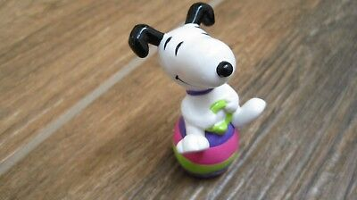 Peanuts Snoopy Easter Whitman candies PVC figure Snoopy sitting on Egg