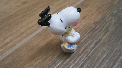 Peanuts Snoopy Easter Whitman candies PVC figure Snoopy carrying egg basket