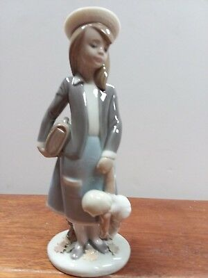 Vintage MINT  Lladro Porcelain Figurine Retired #5218 Autumn Girl with Doll