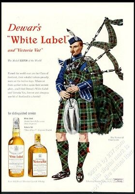 1950 Clan Leslie tartan bagpipes piper art Dewar's Scotch Whisky print ad