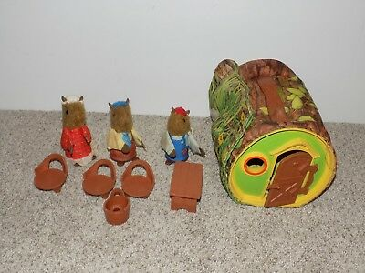 Vintage Fisher Price 1979 Woodsey Squirrel Family Log House Table chairs