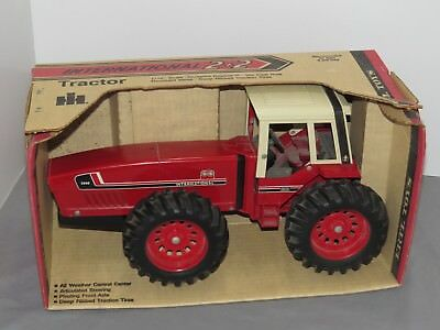 Vintage International Harvester IH 3588 4WD 2+2 NIB Toy Tractor 1:16 NIB RARE