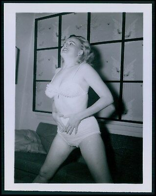 Pinup pin up near nude girl risque cheesecake woman vintage old 1950s photo ba56
