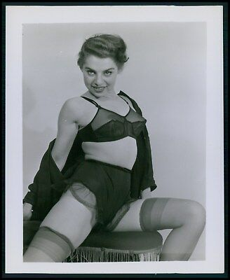 Pinup pin up near nude girl risque cheesecake woman vintage old 1950s photo ba49