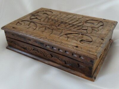 Lovely Antique CARVED WOODEN BOX Keepsake / Trinkets / Jewellery Great Condition