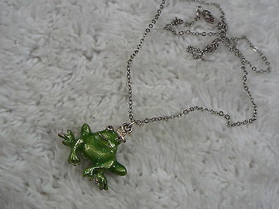Silvertone Green Frog Pendant Necklace  (A67)