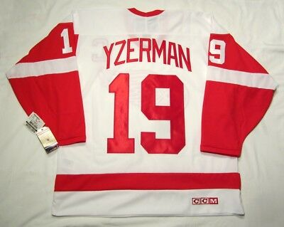 STEVE YZERMAN Large Detroit Red Wings CCM 550 VINTAGE series Hockey Jersey  White dab5e887f