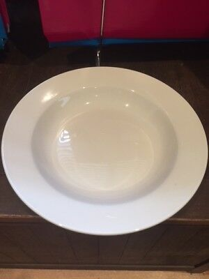 Maxwell Williams Catering  White Bistro Pasta Plates - Excellent Condition