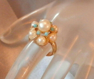 Very Sweet Vintage 70's Gold Tone Faux Pearl Avon Cluster Ring Size 4 44J8