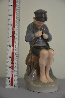 ROYAL COPENHAGEN figurine - Shepherd boy whittling  - Pattern 905 in VGC