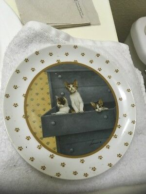 Lowell Herrero- Vandor Cat Plate(3 cats drawer) Made in Japan 1988. 7-3/4""