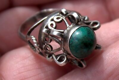 Beautiful Vintage Very Fancy 925 Solid Sterling Silver & Green Stone Ring
