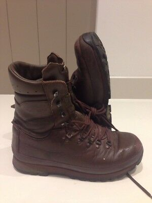 Size 10 Brown altberg defender military boots! Very Good & Loads Of Tread!
