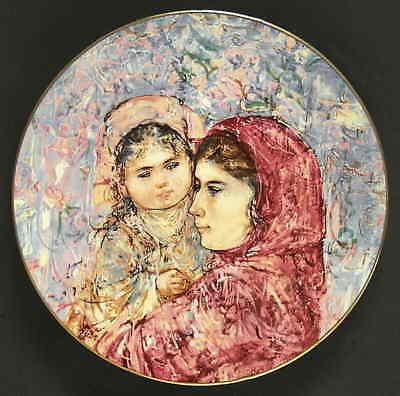 Royal Doulton MOTHER & CHILD PLATE Lucia & Child 77535