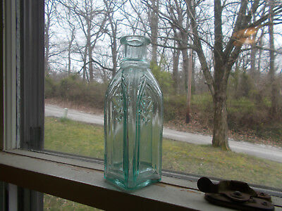 CIVIL WAR ERA SMALL SIZE CATHEDRAL PICKLE BOTTLE NICE GOTHIC SUNKEN PANELS 1860s
