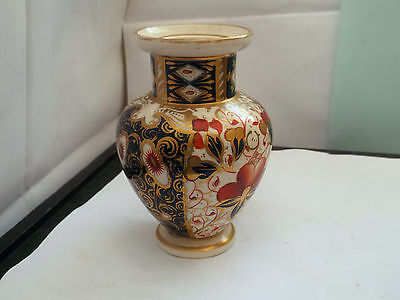 1870 - 1886 Small Shaped Davenport Vase With An Imari Style Pattern