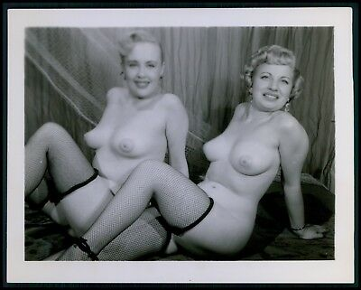 Pinup pin up nude woman TWO busty big breasts girls original c1950s photo ee