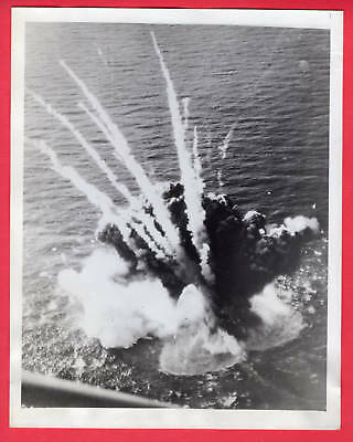 1945 IJN Destroyer Escort Blows Up Carrier Raid on Kyushu Original News Photo