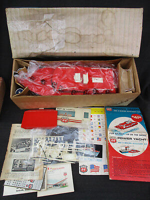 VINTAGE 1960s PHILLIPS 66 BAT OP TOY POWER YACHT BOAT UNUSED but NOT WORKING