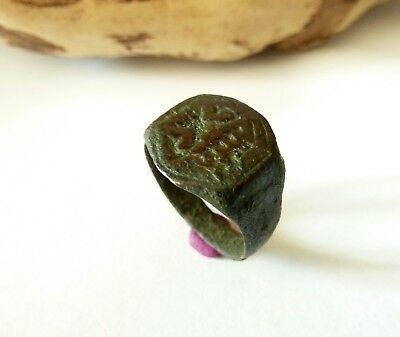 Post medieval bronze ring with pseudoheraldic image (444).