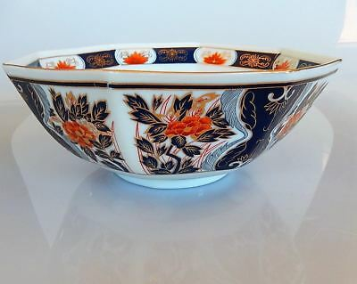 Japanese Imari Porcelain Bowl Center Bouquet