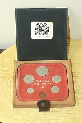 Renwick Leather/wooden   Box With  Canadian  Coins 1979 Set