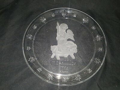 Avon M.I. Hummel 1996 Angel Collector Plate Clear Frosted Jesus in Manger USED