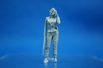 Resin Kit 319 1/35 WWII German Armored female soldier