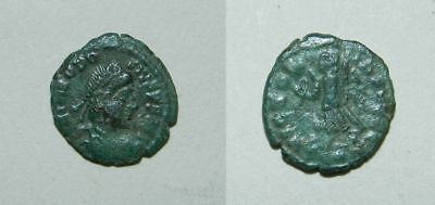 ANCIENT ROME : THEODOSIUS I 379-395 A.D. AE4 14mm  VICTORY