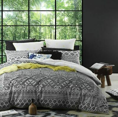 SINGLE DOUBLE Buzz Bee Honeycomb Reversible Quilt Cover Set by Logan /& Mason
