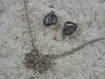 AVON Silvertone Bow Pendant Necklace + Clip-on Earrings (C18)