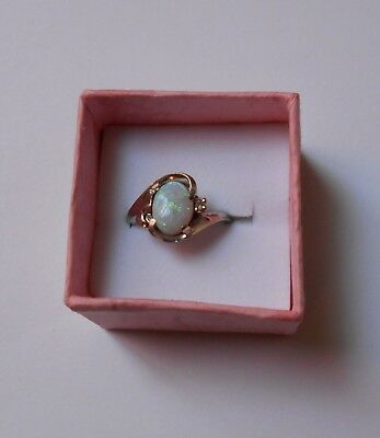 VINTAGE WHITE OPAL & DIAMOND 10K GOLD RING size 6.5.  WEIGHT is 3 GRAMS.