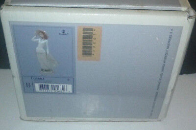 """Lladro 12"""" Figurine #6582 """"breezy Afternoon"""" Hand Made In Spain New Mint In Box"""