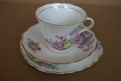 LOVELY COLCLOUGH BONE CHINA TRIO Red Rose PATTERN Longton England No 574