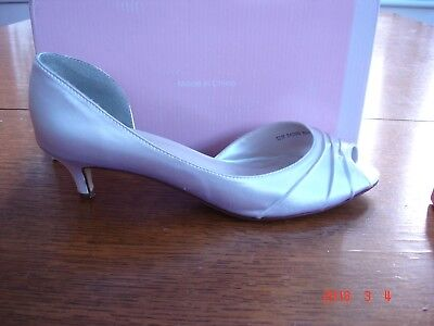 Touch Ups by Benjamin Walk Bridal Satin Shoes Ivory 1 3/4 heel Size 9 Free P&P