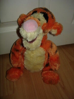 Disney Store Exclusive Winnie the Pooh 12ins So Soft Tigger BN