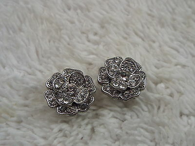 Silvertone Rhinestone Flower Pierced Earrings (C71)