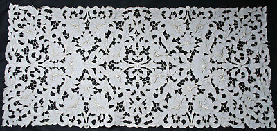 1930's TABLE RUNNER BUREAU SCARF MADEIRA CUTWORK AND EMBROIDERY IN FLOWERS 32x15