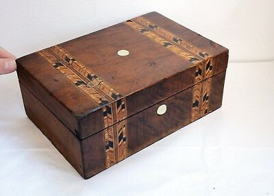 Beautiful Antique Wooden Box with Inlaid Design on Hinged Lid. 25 x 17 x 10cm
